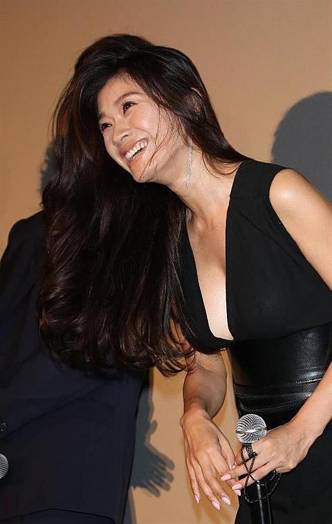 篠原涼子のエロ画像