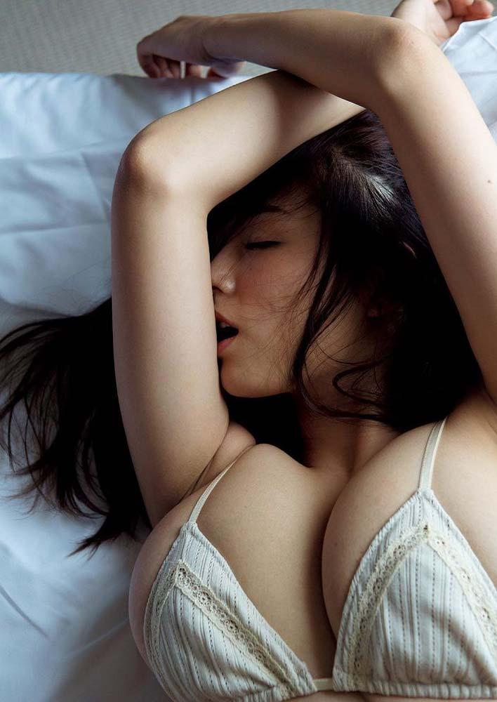 篠崎愛の下着エロ画像
