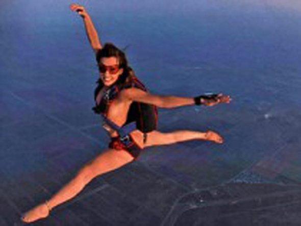 スカイダイビング全裸モロにマンスジやハミマンエロGIF画像