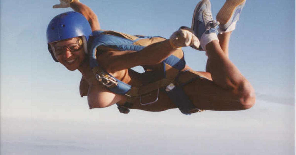 スカイダイビング全裸のお宝な放送事故