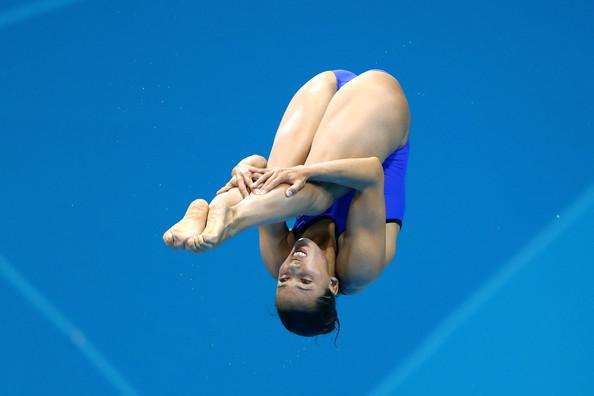 水泳飛び込みモロにマンスジやハミマンエロGIF画像