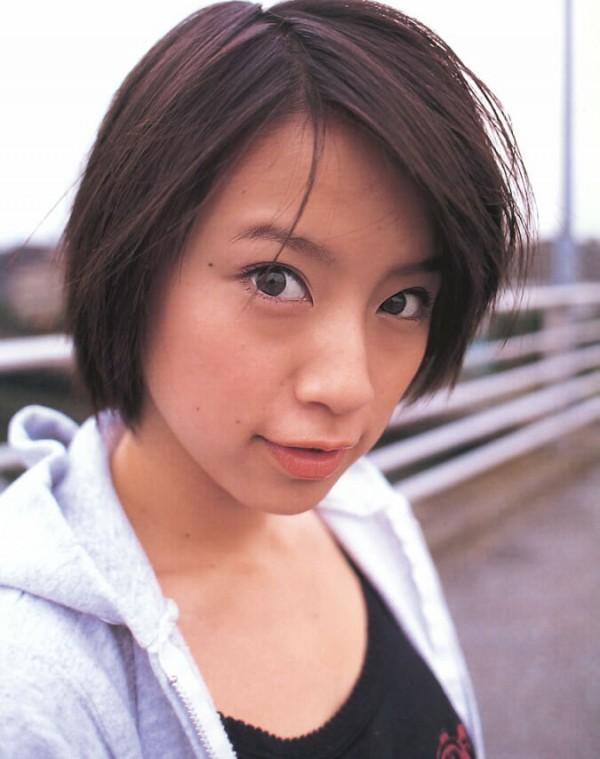 鈴木亜美のパンツ丸出しエロ画像