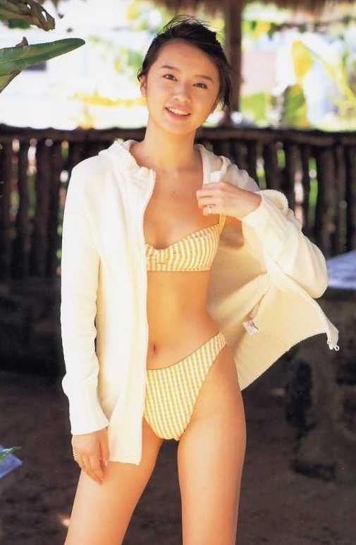 鈴木亜美の隠し撮りおっぱい画像