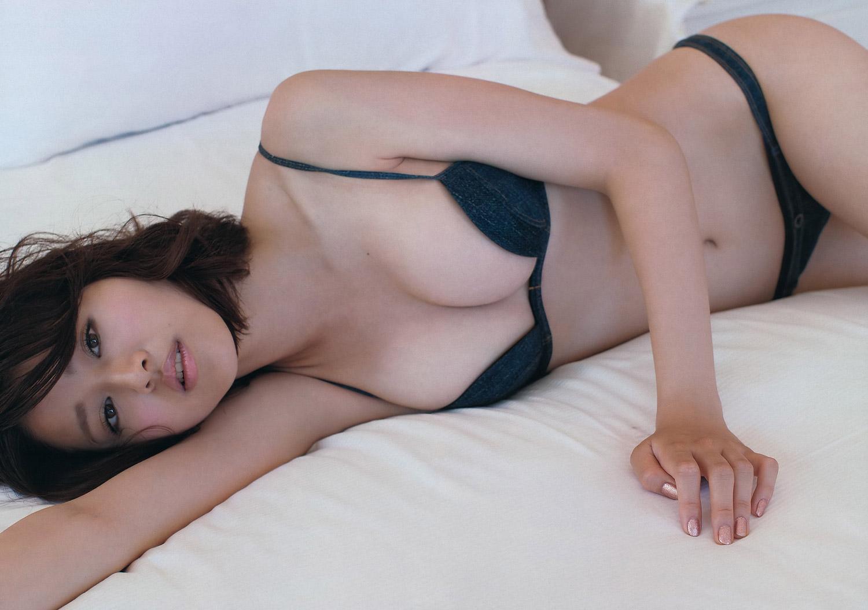鈴木ちなみの乳首ポロリ画像