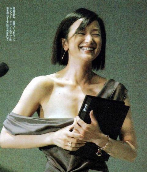 鈴木京香のエロおっぱい画像