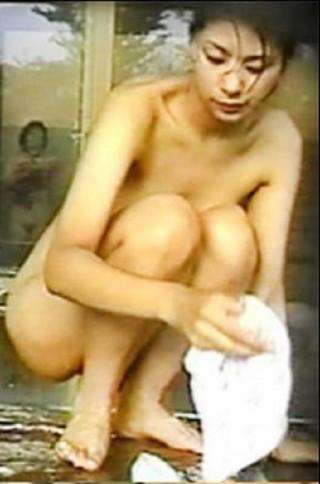 鈴木紗理奈のエロおっぱい画像