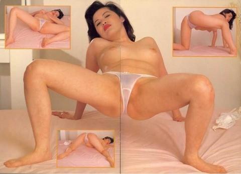 鈴木砂羽の乳首ポロリ画像