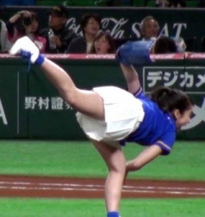 平祐奈の 始球式画像