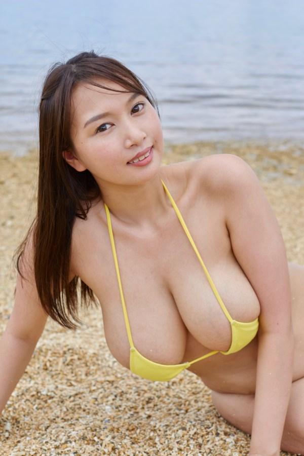 高梨れいの乳首ポロリ画像