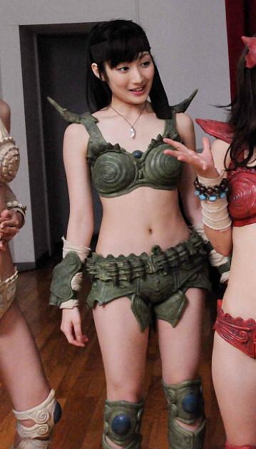 武田梨奈の巨乳で胸チラエロ画像