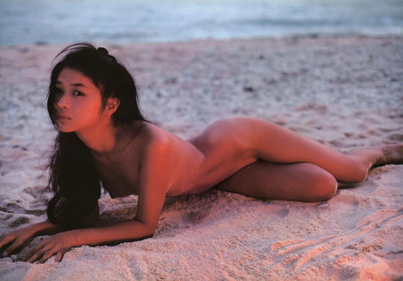 田中美佐子の全裸ヌードで露出画像