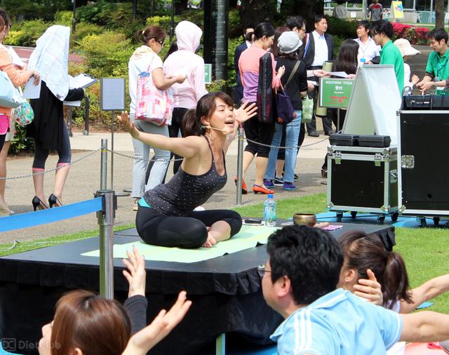 田中律子のパンチラエロ画像