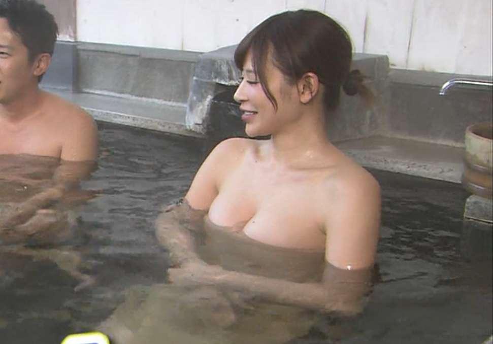 手島優のおっぱい丸出しで全裸でエロ画像