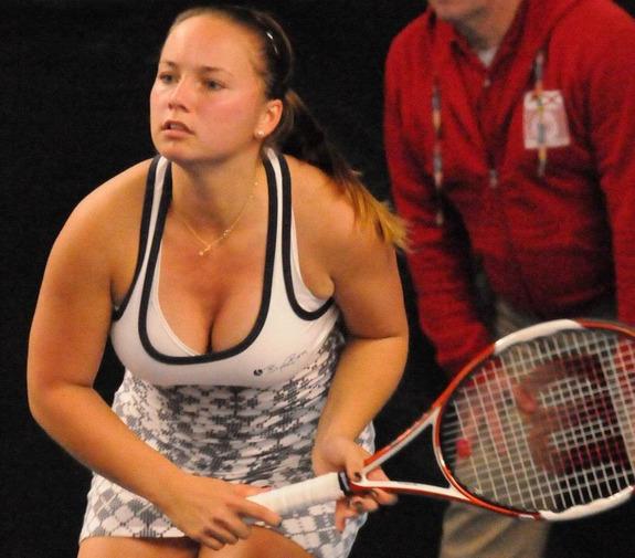 巨乳テニスアスリートのおっぱいエロ画像