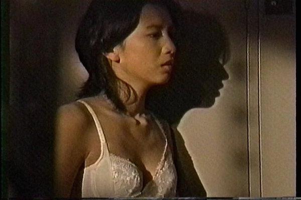 戸田菜穂の全裸ヌードで露出画像