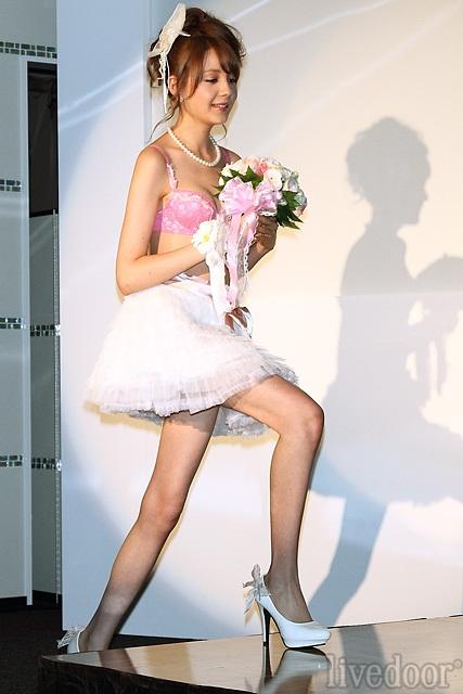 トリンドル玲奈のエロ画像