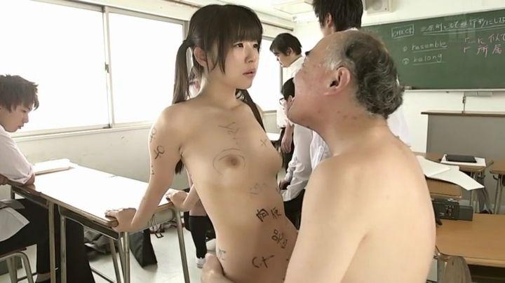 つぼみの無修正ヌード乳首エロ画像