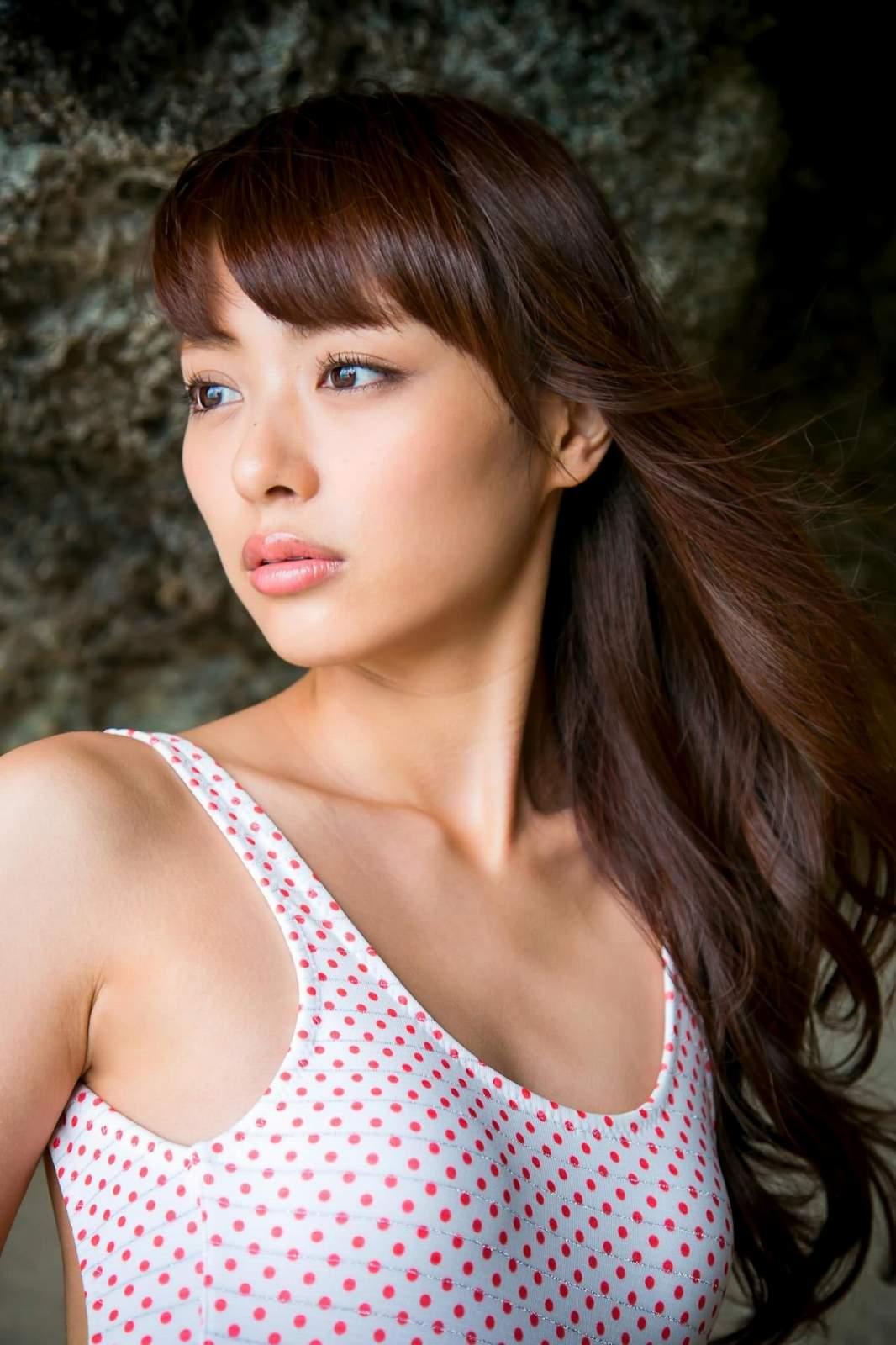 内田理央のヌード乳首エロ画像