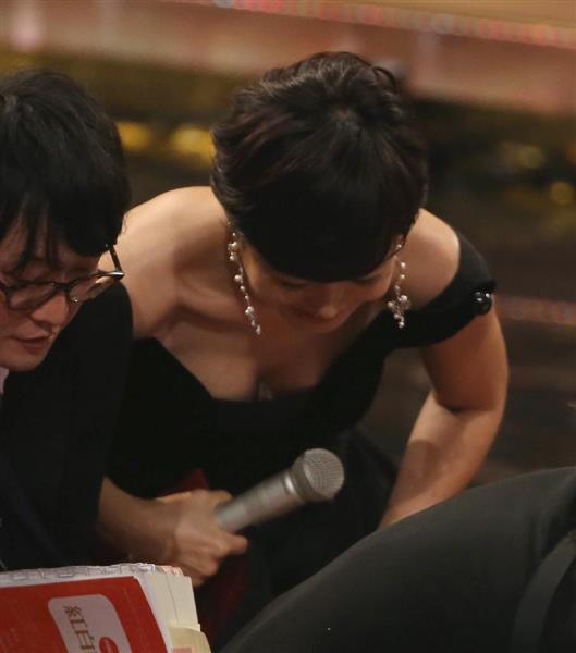 有働由美子の乳首ポロリ画像