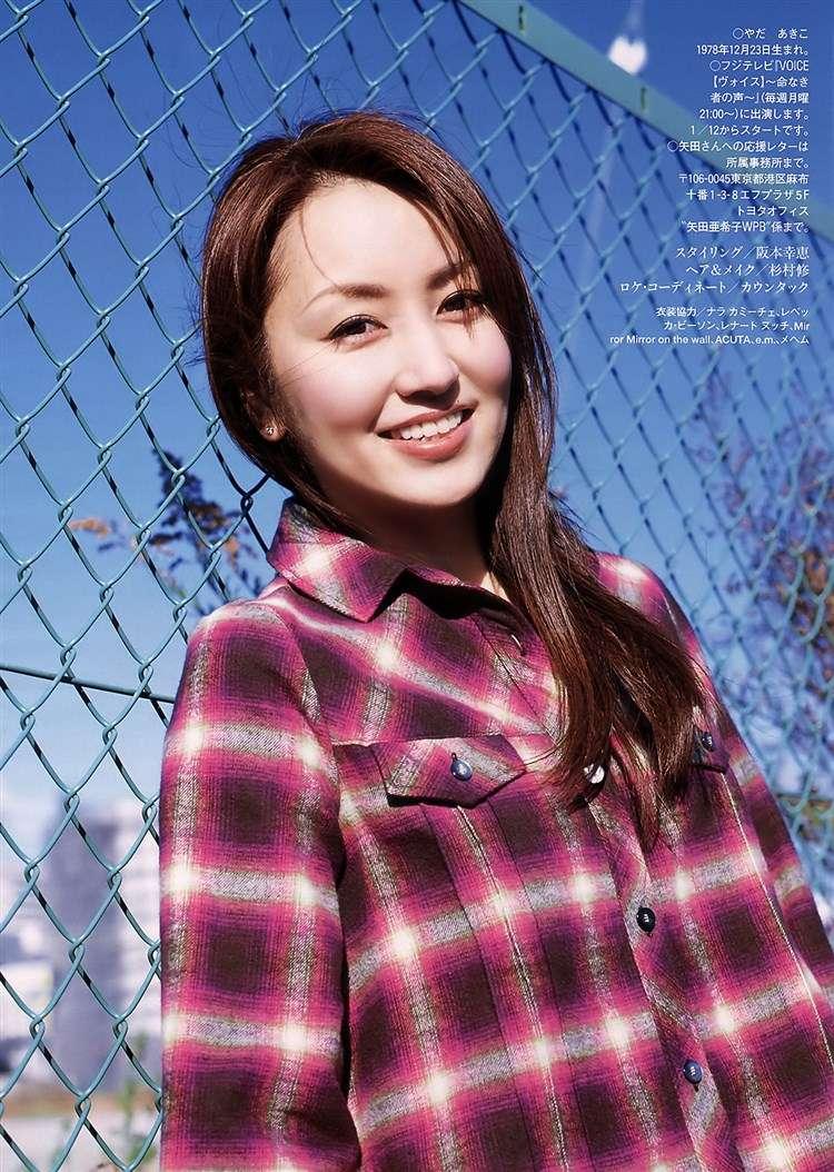 矢田亜希子の巨乳で胸チラエロ画像