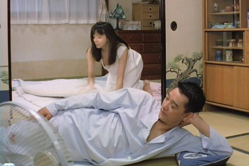 山口智子の巨乳で胸チラエロ画像