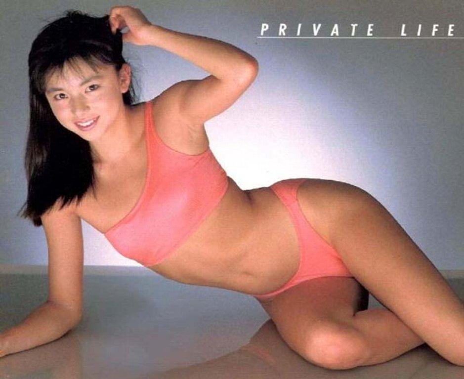 山口智子の全裸ヌードで露出画像