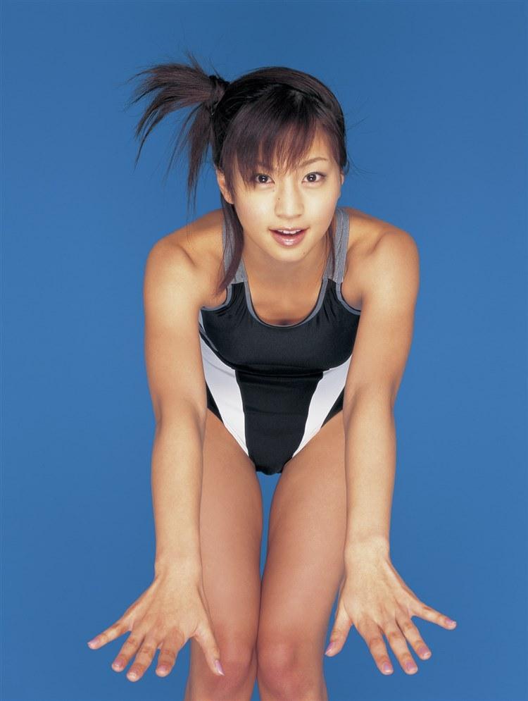 安田美沙子のおっぱい丸出しで全裸でエロ画像
