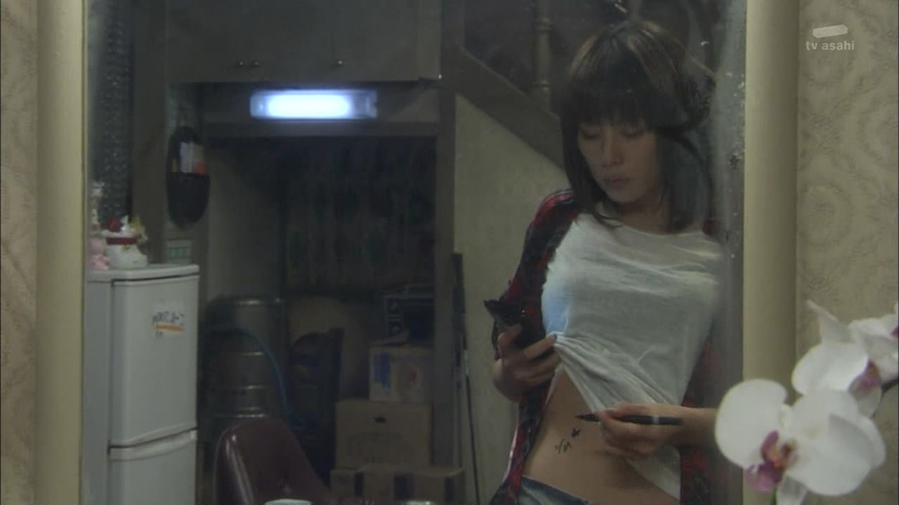 米倉涼子の水着から乳首ポロとエロ画像