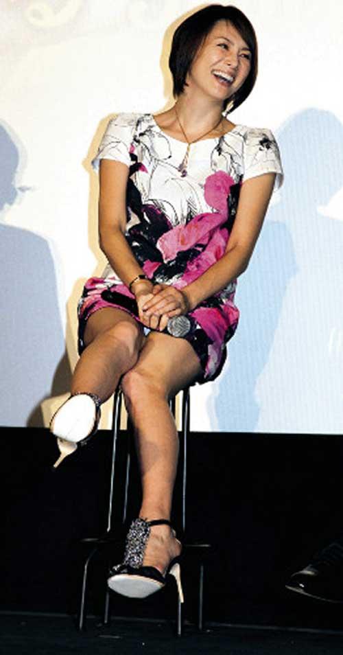 米倉涼子の巨乳胸ちらエロ画像