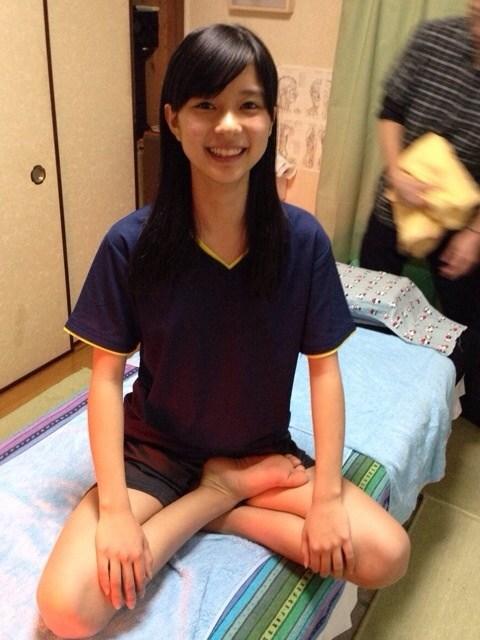 芳根京子のパンツ丸出しエロ画像