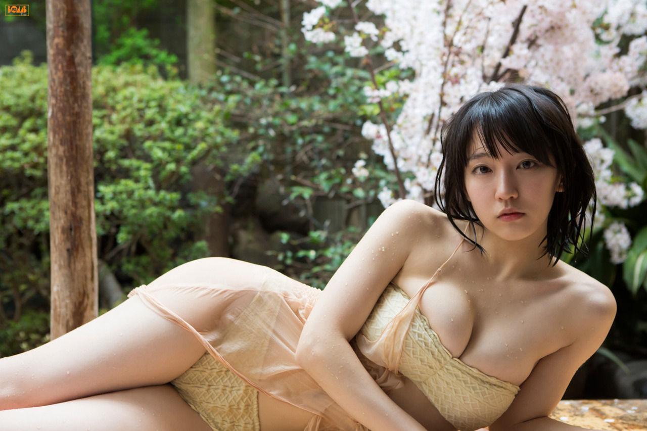 吉岡里帆のエロおっぱい下着画像