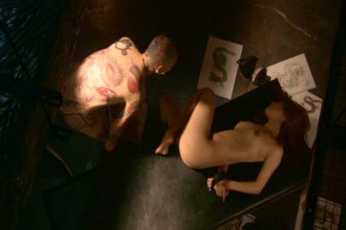 吉高由里子のおっぱい丸出しで全裸でエロ画像