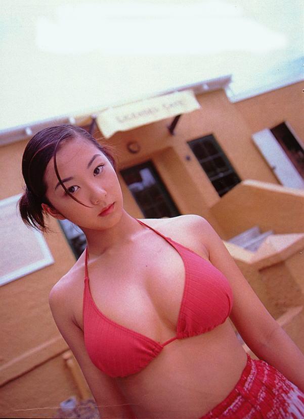 優香の乳首ポロリしたヌードエロ画像や胸チラ