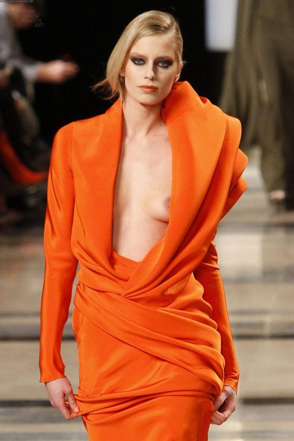 ファッションショーのエロパンチラ画像