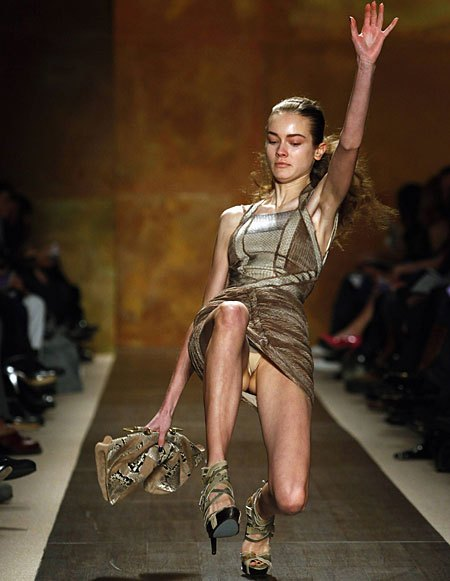 ファッションショーのAVエロ画像