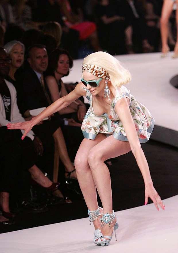 ファッションショーモロにパンチラやハミマンエロGIF画像