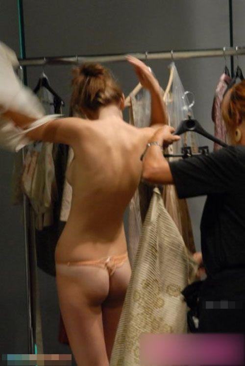 ファッションショー抜けるハプニングエロ画像