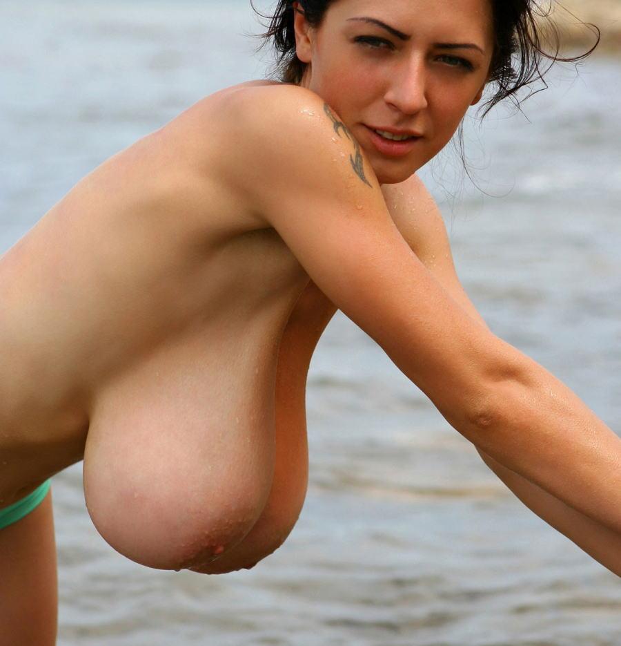 ヌーディストビーチのエロ画像