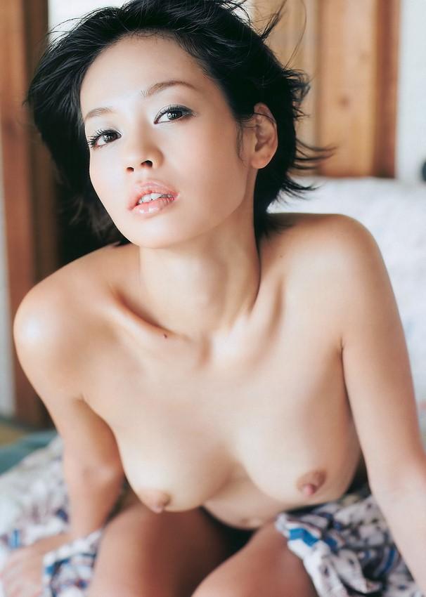 ヌード芸能人のエロ画像佐久間麻由