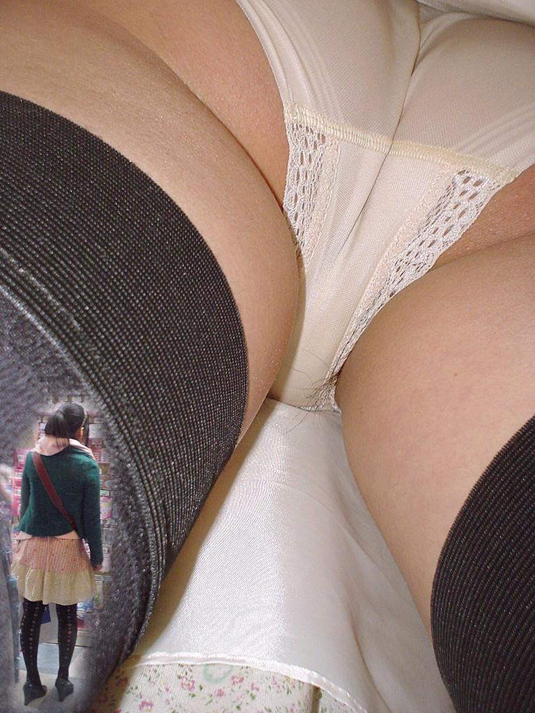 逆さ撮りパンチラのお宝エロ画像