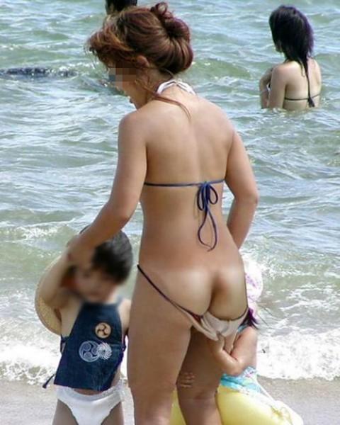 海やプールで水着ポロりエロ画像エロ動画まとめ